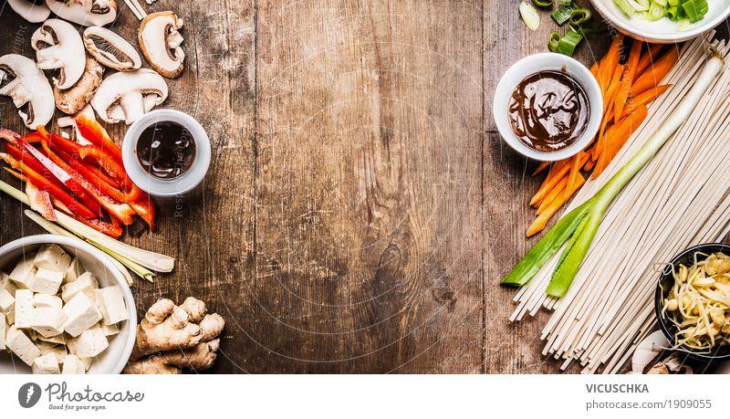 Asiatische Zutaten für Stir Fry mit Tofu und Nudeln Lebensmittel Gemüse Ernährung Mittagessen Festessen Asiatische Küche Geschirr Schalen & Schüsseln Stil