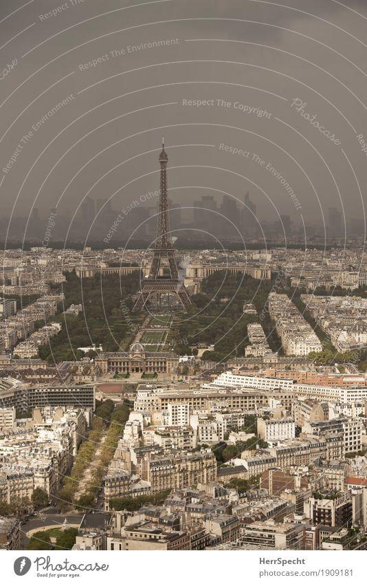 Schlechtwetter über La Défence Sommer Wetter Schönes Wetter schlechtes Wetter Unwetter Gewitter Paris Frankreich Stadtzentrum Skyline Haus Hochhaus Gebäude