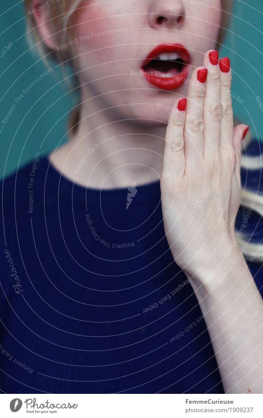 Emotion_03 Frau Jugendliche blau Junge Frau Hand 18-30 Jahre Erwachsene Gefühle feminin 13-18 Jahre offen blond Mund Überraschung türkis Lippenstift