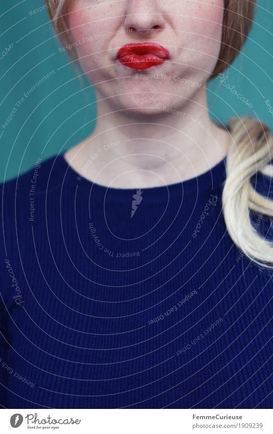 Emotion_01 feminin Junge Frau Jugendliche Erwachsene Mensch 13-18 Jahre 18-30 Jahre 30-45 Jahre Gefühle genervt Schmollmund schmollen Mund blond Zopf T-Shirt
