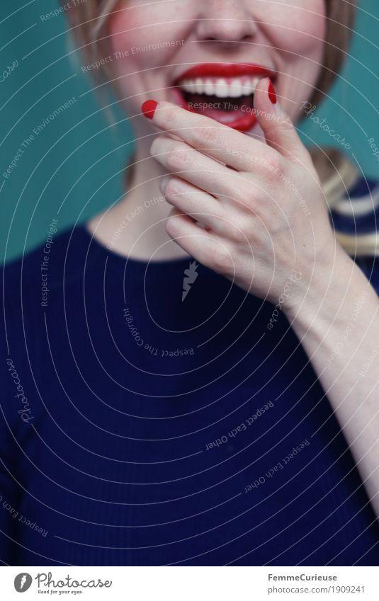 Emotion_05 Mensch Frau Jugendliche blau Junge Frau Hand rot Freude 18-30 Jahre Erwachsene Gefühle feminin lachen Glück 13-18 Jahre blond