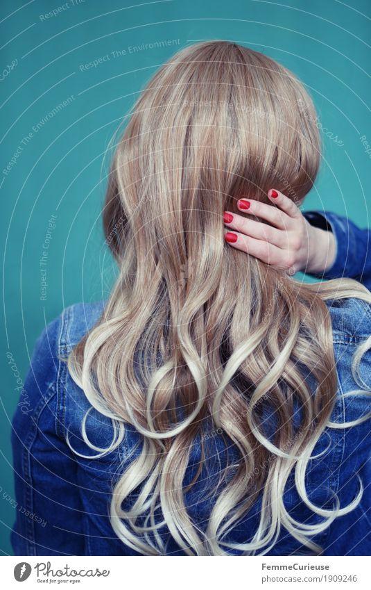 Haare_05 Mensch Frau Jugendliche schön Junge Frau Hand rot 18-30 Jahre Erwachsene feminin Haare & Frisuren glänzend 13-18 Jahre blond berühren türkis