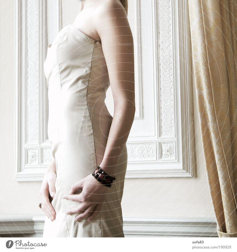 bauch rein, brust raus Mensch Jugendliche weiß Hand schön Erwachsene feminin Junge Frau Stil Mode 18-30 Jahre Wohnung Arme elegant stehen Feste & Feiern