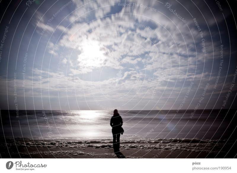Sehnsucht Mensch Natur Himmel Sonne Strand ruhig Wolken Einsamkeit Gefühle träumen Traurigkeit Landschaft Küste warten Horizont Hoffnung