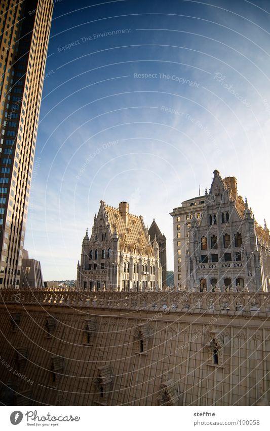 Newswanstone blau Stadt Haus gelb gold Hochhaus hoch Fassade USA Bankgebäude außergewöhnlich Burg oder Schloss historisch Stadtzentrum Amerika