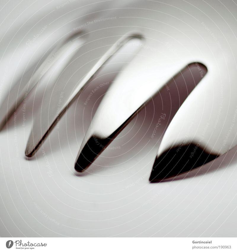 Hyperglanz Besteck Gabel elegant Stil Design Metall Linie Strukturen & Formen grau silber glänzend Glanzlicht dunkel hell Spitze schimmern Lichtspiel Edelstahl