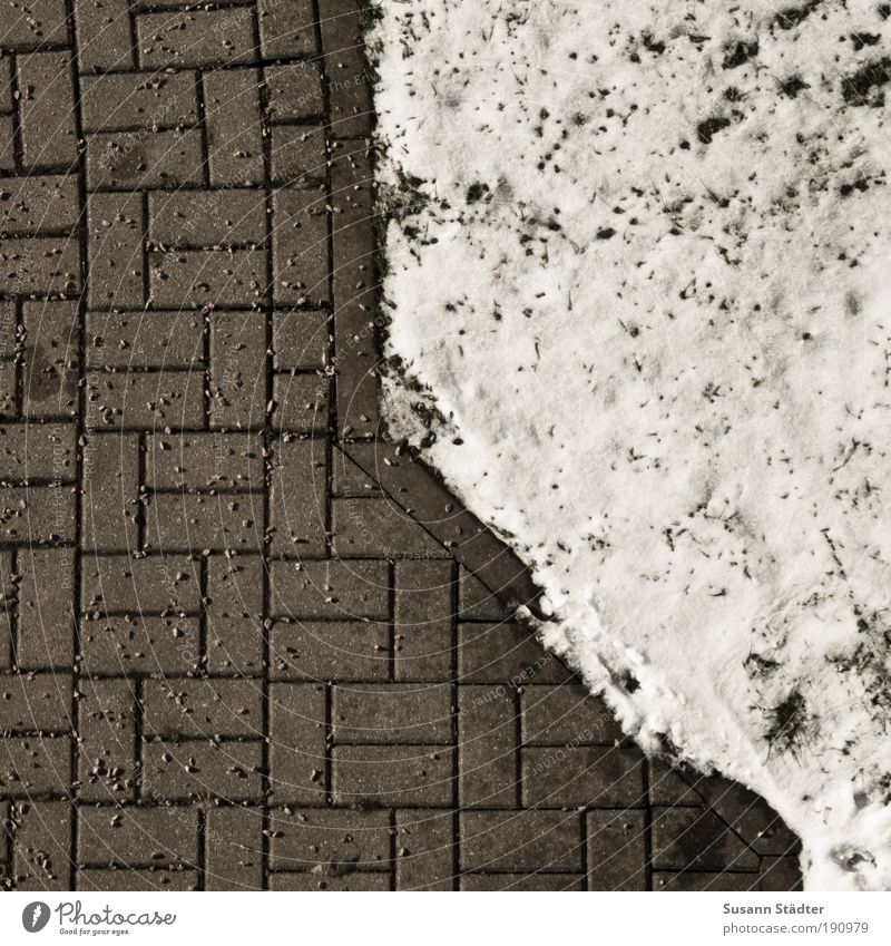 vorbildlich Klima Schnee Garten Park Wiese Konkurrenz Pflastersteine Pflasterweg verteilen Schneedecke Split Streumittel Rutschgefahr trocken Winterdienst