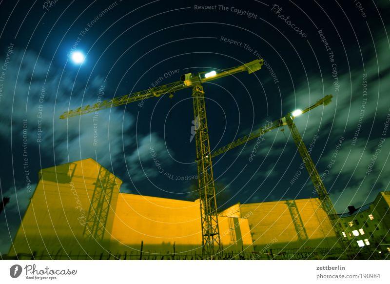 Baustelle Haus Wolken Berlin Mauer Fassade Arbeit & Erwerbstätigkeit Skyline Mond Kran Lücke Schichtarbeit Vollmond Brandmauer Museumsinsel