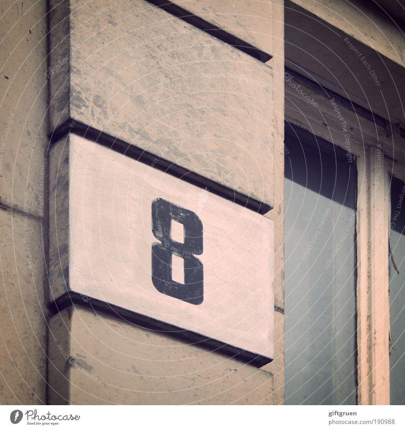 8 Haus Bauwerk Gebäude Architektur Altbau Mauer Wand Fassade Fenster alt acht Ziffern & Zahlen Beschriftung Aufschrift Fensterscheibe Fensterrahmen Nummer