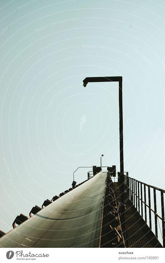 sich befördern lassen Metall Perspektive Himmel Güterverkehr & Logistik Förderband Baggersee Sand Kies Kiesgrube Technik & Technologie Maschine Farbfoto