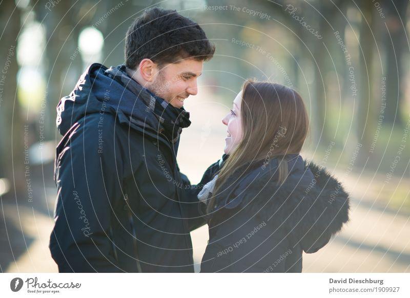 Liebesglück Mensch Natur Jugendliche Junge Frau Junger Mann Winter 18-30 Jahre Erwachsene Herbst Frühling feminin Glück Paar Zusammensein Park