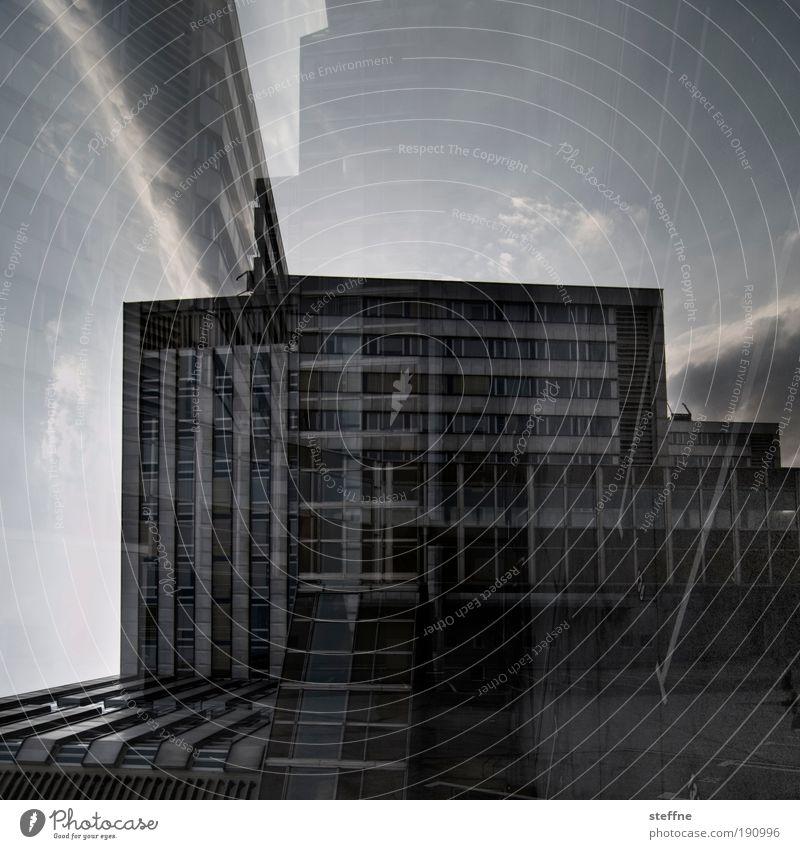 Doppelhaushälften Chemnitz Stadt Haus Industrieanlage Bauwerk Gebäude Vergänglichkeit Sozialismus Doppelbelichtung Gedeckte Farben Außenaufnahme Experiment Tag