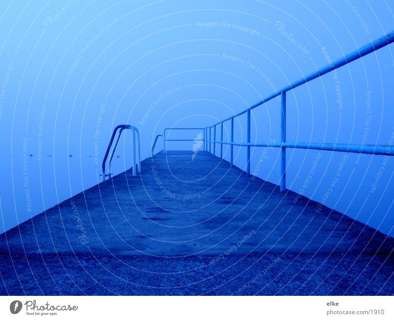 morgennebel See Nebel Steg Regen Wasser Treppe Geländer