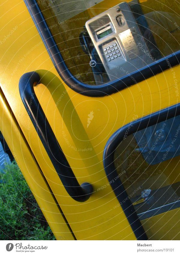 Gelbe! Zelle Telefonzelle gelb Griff schwarz Dienstleistungsgewerbe Tür Glas Dichtung Schatten