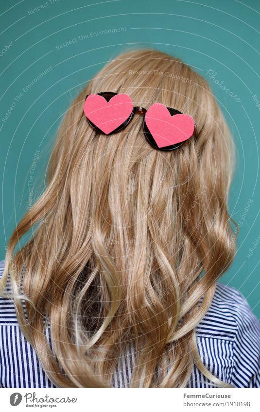Haare_02 feminin Junge Frau Jugendliche Erwachsene 1 Mensch 13-18 Jahre 18-30 Jahre 30-45 Jahre Haare & Frisuren blond langhaarig Locken Liebe rosa