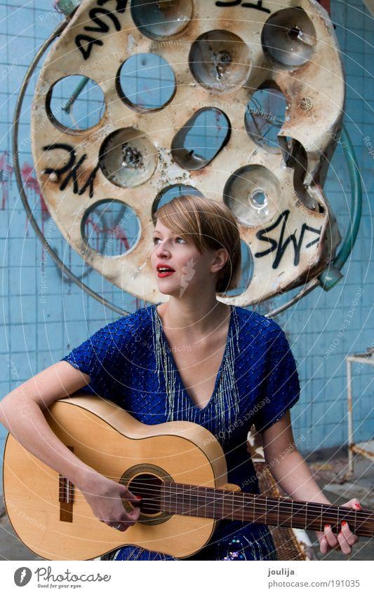 we had a masterplan Mensch Frau Jugendliche alt schön Haus Erwachsene feminin Stil Musik blond dreckig Design Lifestyle Bekleidung 18-30 Jahre