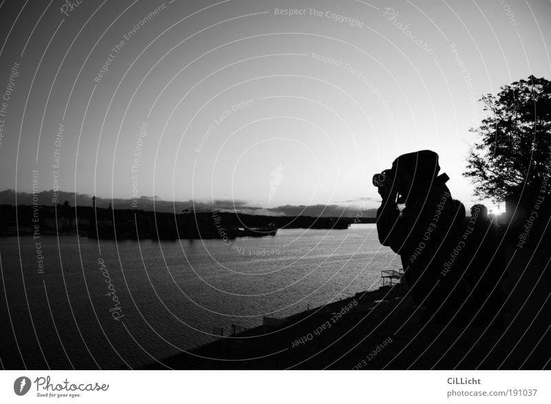 Black Skyline Mensch Natur Wasser Himmel Baum Meer ruhig Herbst grau Landschaft Stimmung Fotografie Horizont Fotokamera Hafen Sehnsucht