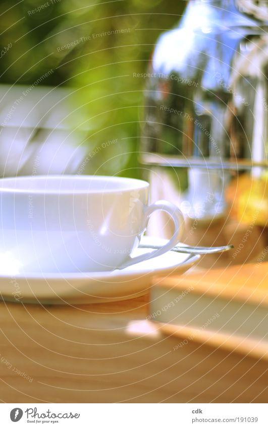 Zeit für mich Kaffeetrinken Getränk Heißgetränk Kakao Tee Geschirr Tasse Löffel Wohlgefühl Erholung ruhig Freizeit & Hobby Sommer Sonne Garten Tisch