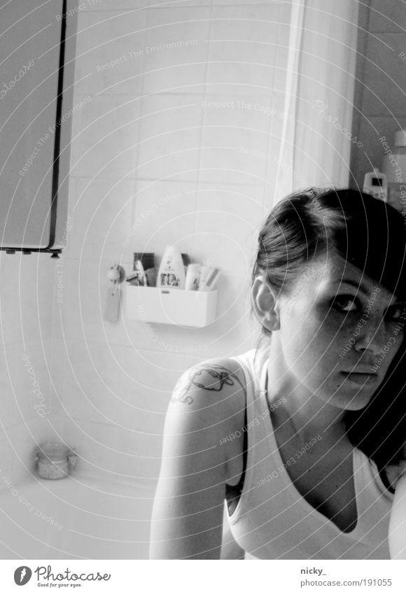 guess who's back Mensch Frau Jugendliche schön Gesicht Erwachsene Auge feminin Kopf Haare & Frisuren Denken Arme Haut Mund Design Nase