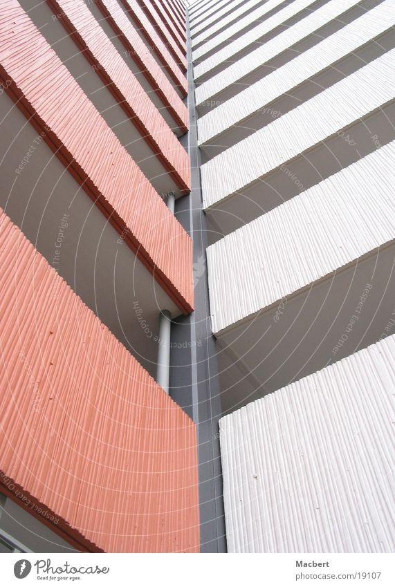 Über Eck weiß braun Architektur Beton Hochhaus Flur Empore