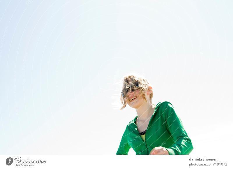 ;-) Mensch Jugendliche weiß grün blau Freude Frau feminin Gefühle Bewegung Glück lachen Sonnenlicht Zufriedenheit Stimmung blond