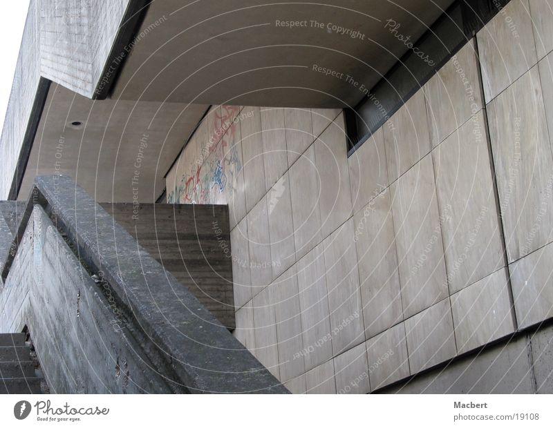 Verschachtelt Beton grau Wand Ecke Architektur Treppe verwinkelt