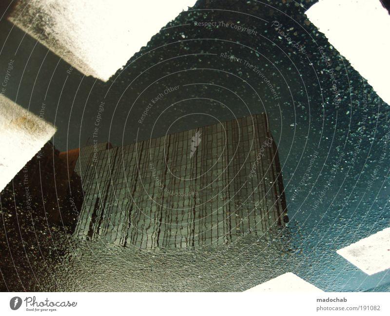 Wurstpelle auf Analogkäse Stadt Ferne Straße Berlin Architektur Wege & Pfade Linie Hochhaus Verkehr Sicherheit Streifen bedrohlich Schutz Zeichen