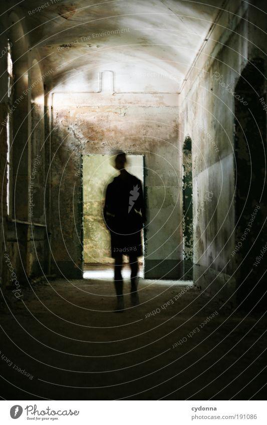 Ghost Mensch ruhig Einsamkeit Wand Tod träumen Mauer Raum Angst Tür Zeit bedrohlich Wandel & Veränderung Häusliches Leben Vergänglichkeit