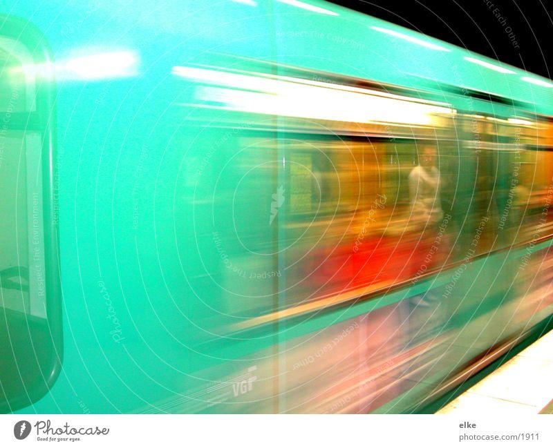 rast vorbei Geschwindigkeit U-Bahn Mann Verkehr Mensch