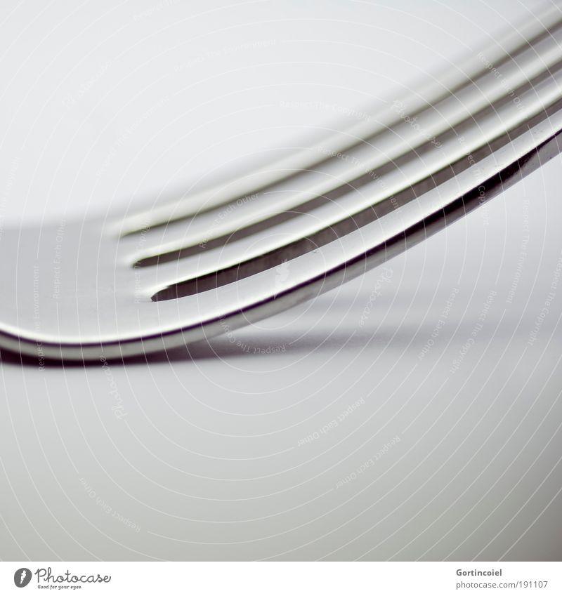 Lines Ernährung Besteck Gabel elegant Stil Design Metall Linie Strukturen & Formen grau silber glänzend Glanzlicht dunkel hell Spitze schimmern Lichtspiel