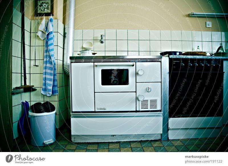 retro küche weiß Haus Stil Innenarchitektur Wohnung Lebensmittel Design authentisch Ernährung Dekoration & Verzierung Häusliches Leben Küche Möbel Reichtum Europa Duft