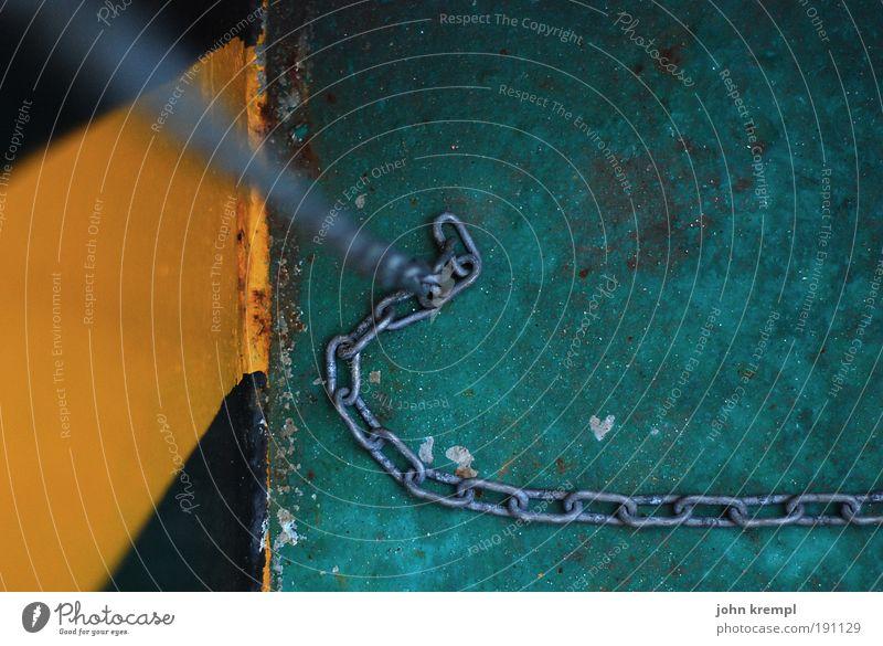 brainstorm II grün schwarz gelb Farbe Ende Hafen gruselig Wasserfahrzeug Kette Schifffahrt hängen Fähre Kreuzfahrt Anker anketten Dampfschiff