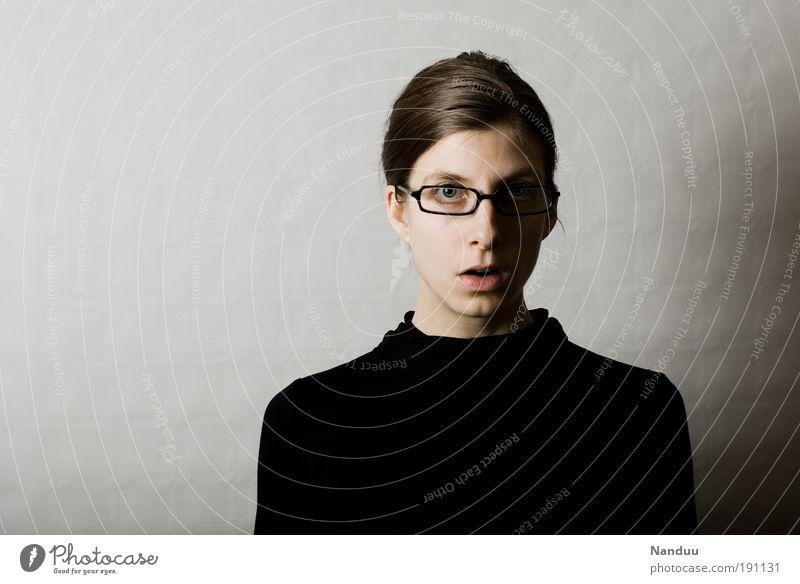 huch Mensch feminin Frau Erwachsene 1 nerdig Brillenträger Spießer Überraschung grau Büroangestellte Farbfoto Gedeckte Farben Studioaufnahme