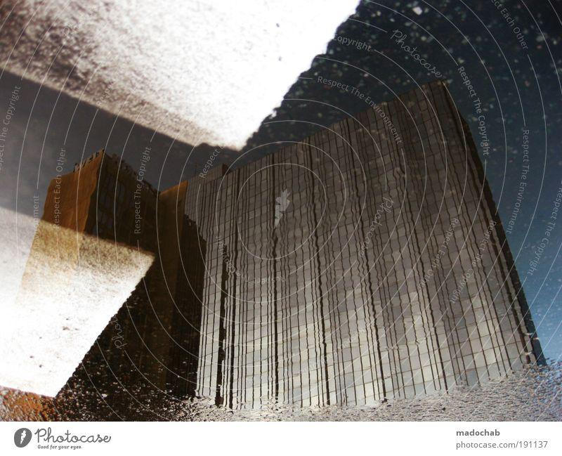 zuhören Stadt Berlin Architektur elegant Schilder & Markierungen Hochhaus ästhetisch Macht trashig bizarr Ewigkeit Surrealismus Pfütze Krise Haus