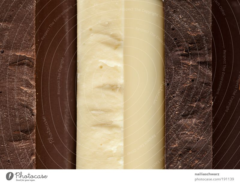 Trikolore Lebensmittel Süßwaren Schokolade Ernährung ästhetisch eckig lecker braun gelb schwarz weiß Farbfoto Innenaufnahme Studioaufnahme Nahaufnahme