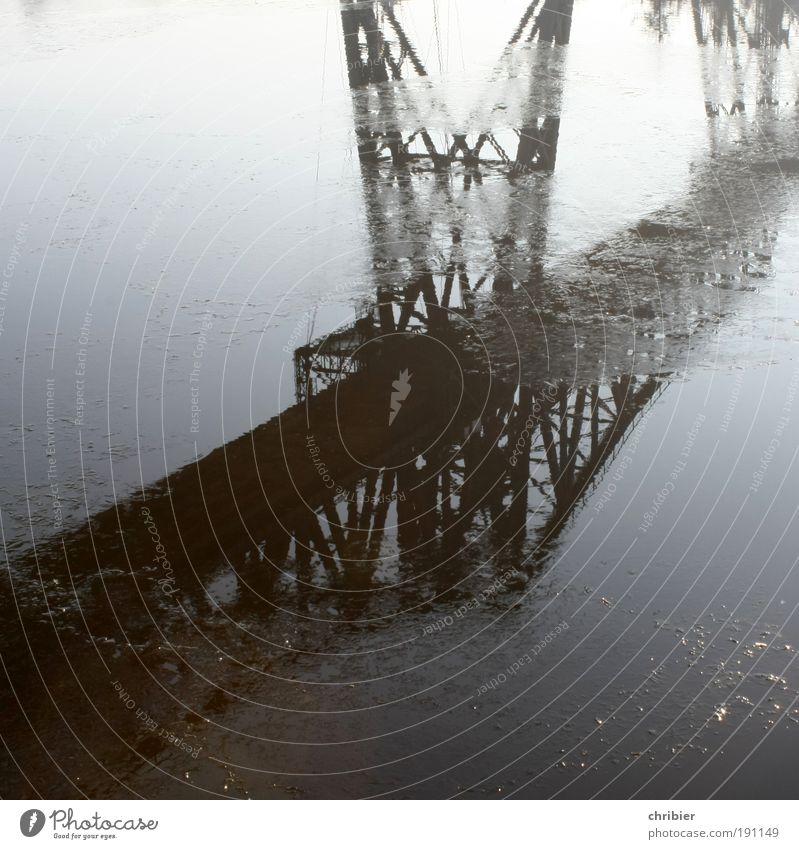Lilis Brücke Wasser alt Winter Eis hoch Brücke Frost Bauwerk historisch Stahl Verkehrswege Wahrzeichen Konstruktion Anschnitt Bildausschnitt