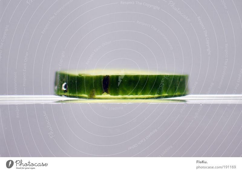 verkehrte Welt Wasser weiß grün Gesundheit Glas Lebensmittel nass Ernährung Licht rein Lichterscheinung Gemüse skurril Luftblase Scheibe