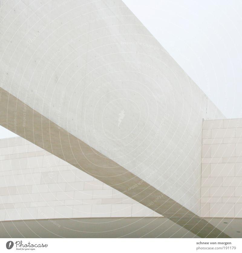 á Haus Bauwerk Gebäude Architektur Mauer Wand Stein Beton ästhetisch grau schwarz weiß Farbfoto Außenaufnahme Textfreiraum oben Tag Licht Schatten Kontrast