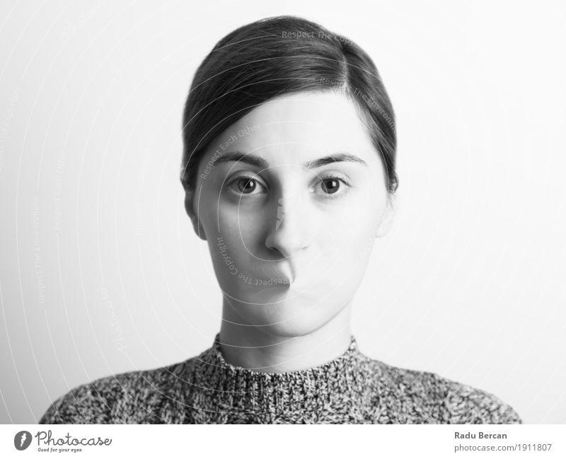 Schwarzweiss-Frauen-Porträt der Redefreiheit-Konzept Mensch Jugendliche Junge Frau weiß dunkel 18-30 Jahre schwarz Gesicht Erwachsene sprechen Gefühle feminin