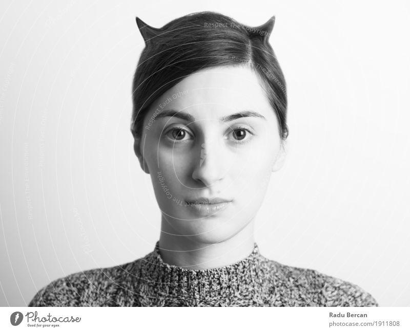 Schwarzweiss-Frauen-Portrait des schlechten Konzeptes Mensch Jugendliche Junge Frau schön weiß Erotik dunkel 18-30 Jahre schwarz Gesicht Erwachsene Gefühle