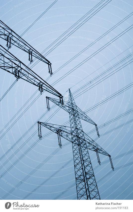 Die nächste Stromrechnung kommt bestimmt Technik & Technologie Energiewirtschaft Umwelt blau schwarz Elektrizität Strommast Stromdraht Leitung nicht berühren