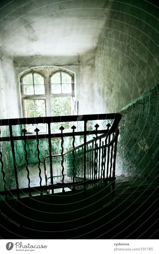 Dachgeschoss ruhig Einsamkeit Wand Stil Fenster träumen Mauer Raum Architektur Design elegant Zeit Treppe ästhetisch Wandel & Veränderung Häusliches Leben