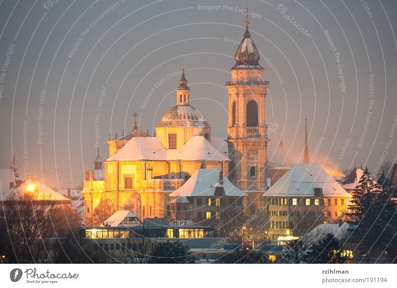 St. Ursenkathedrale, Solothurn Stadt Winter kalt Beleuchtung Europa Kirche Tourismus Schweiz historisch heilig Gebäude Dom Nacht Sightseeing Kathedrale