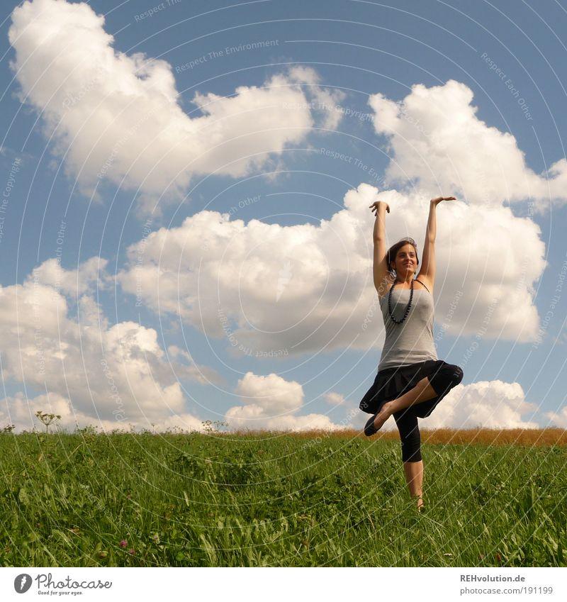 Letzten Sommer wurden zwei Planeten entdeckt Mensch Himmel Natur Jugendliche schön Frau Freude Wolken Erwachsene Wiese Landschaft feminin Wetter Glück