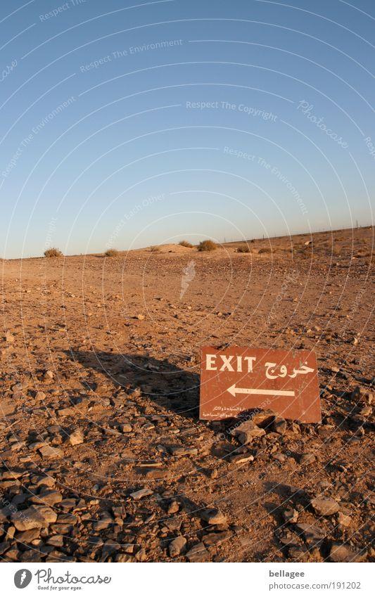 Last exit Natur Landschaft Erde Luft Himmel Wolkenloser Himmel Horizont Schönes Wetter Wärme Dürre Hügel Wüste Jordanien Menschenleer Wege & Pfade Zeichen