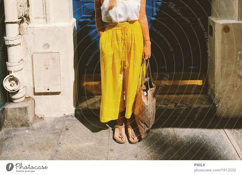 Paristüre Lifestyle Stil Ferien & Urlaub & Reisen Sightseeing Städtereise Sommer Sommerurlaub Hauptstadt Fassade Tür Mode Hose Fröhlichkeit frisch einzigartig