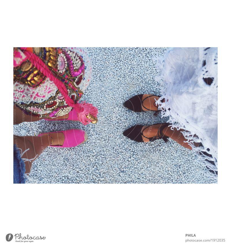 Schuhe machen Frauen glücklich Lifestyle Stil schön Ferien & Urlaub & Reisen Sommer Sommerurlaub Mode Bekleidung Accessoire Schmuck Tasche Stein beobachten