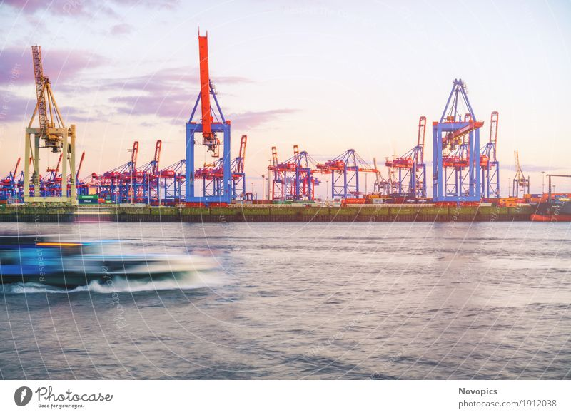 Hamburg harbour Maschine High-Tech Industrie Wasser Hafen Architektur Schifffahrt Binnenschifffahrt Passagierschiff Containerschiff Wasserfahrzeug groß blau rot