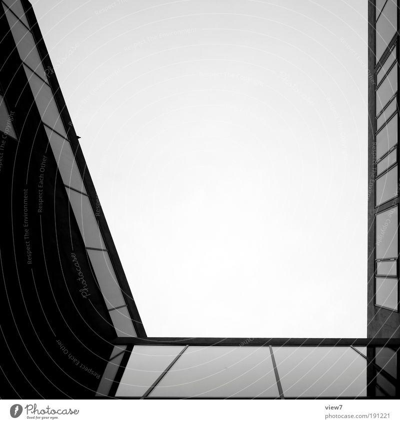\_| Himmel Wolken Haus kalt dunkel Fenster Metall Linie glänzend Glas elegant Fassade Hochhaus Design groß modern
