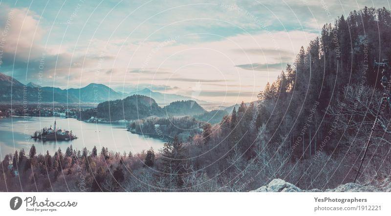 Panorama mit See Bled und der Umgebung Natur Ferien & Urlaub & Reisen blau Landschaft Winter Wald Berge u. Gebirge oben Horizont Kirche Europa Insel Fotografie